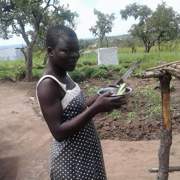Under flugten fra Sydsudan til Uganda var 16-årige Mary Akujo tæt på at blive voldtaget. I dag bor hun i en flygtningelejr i Uganda, og her har hun fået hjælp til at bearbejde de traumatiske oplevelser. Foto: CARE Uganda