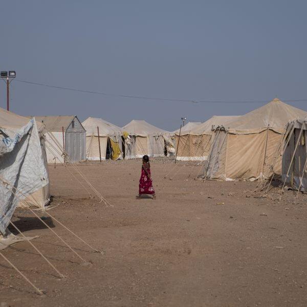 Der er intet at lave for børnene i Markazi-lejren i Djibouti, og heden er intens. Fotograf Klaus Bo.