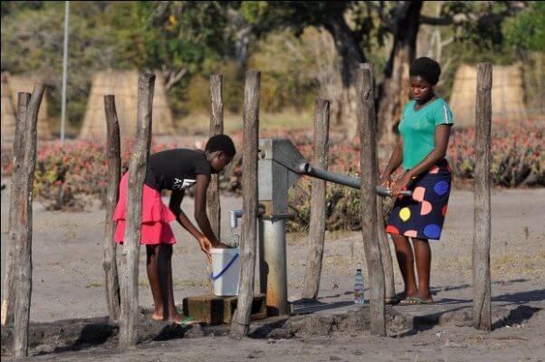 Siden 2016 er penge fra Danmarks Indsamling gået til at støtte borgere i det vestlige Zambia med at kæmpe for rent drikkevand.
